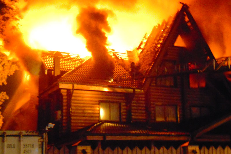 В Оренбургской области горят 12 жилых домов